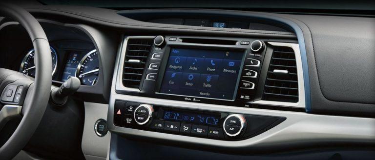 Servis navigacija i multimedija za automobile